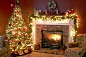 weihnachtsbaum-schmuecken-idee-kamin-girlande-lichter-tradtionell